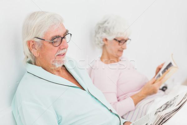 Echtgenoot vrouw lezing bed oude man Stockfoto © wavebreak_media