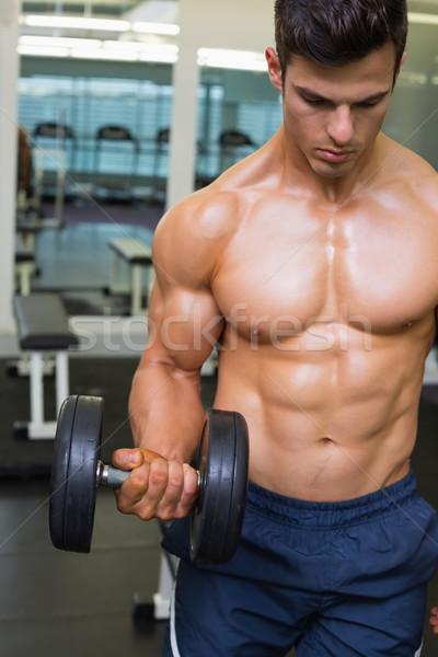 筋肉の 男 行使 ダンベル ジム シャツを着ていない ストックフォト © wavebreak_media