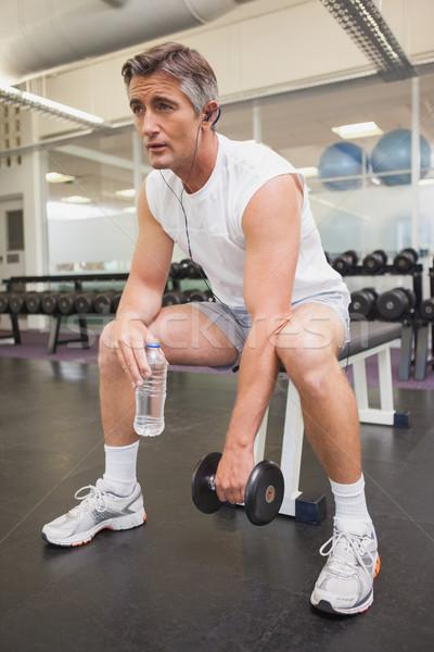 Fitt férfi elvesz törik súlyok szoba Stock fotó © wavebreak_media