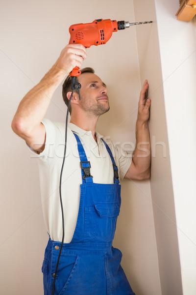 Photo stock: Travailleur · de · la · construction · forage · trou · mur · maison