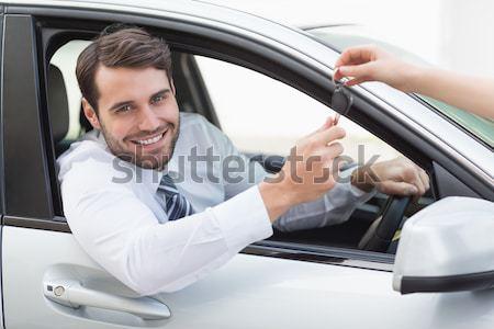 Sorridente homem sessão carro Foto stock © wavebreak_media