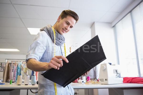 Diák néz notebook képek főiskola iskola Stock fotó © wavebreak_media