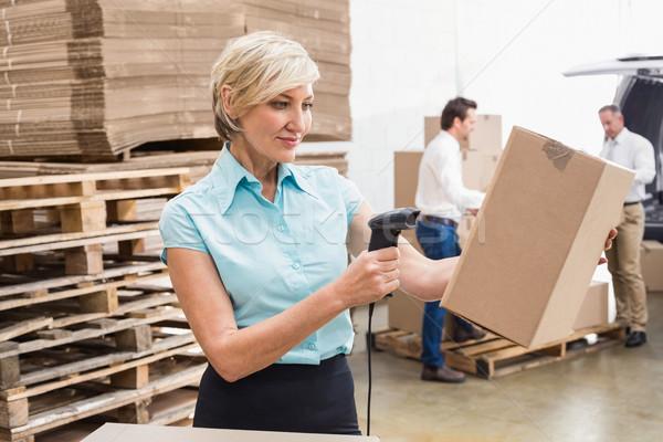 Mosolyog raktár menedzser csomag nő ipar Stock fotó © wavebreak_media