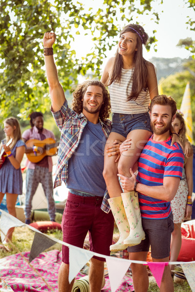 Csinos hipszter barátok vállak zenei fesztivál nő Stock fotó © wavebreak_media