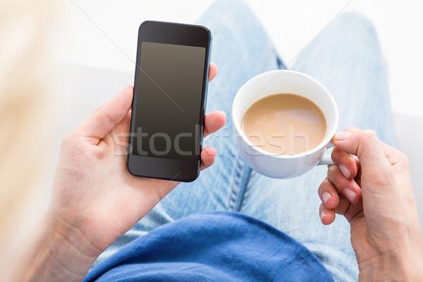Kadın cep telefonu fincan kahve beyaz Stok fotoğraf © wavebreak_media