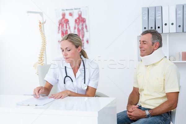 Orvos megvizsgál beteg visel nyak orvosi Stock fotó © wavebreak_media