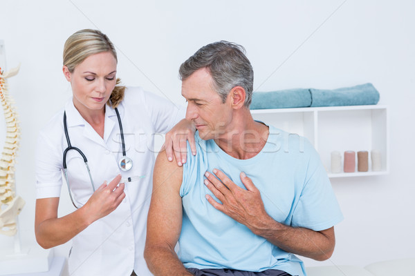 Orvos injekció beteg orvosi iroda kéz Stock fotó © wavebreak_media