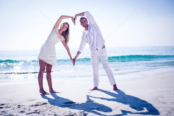счастливым пару формы сердца рук пляж женщину Сток-фото © wavebreak_media