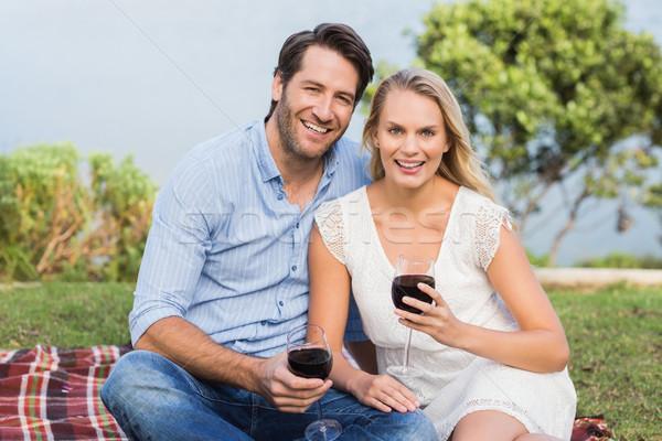 Cute Paar Datum halten Rotwein Gläser Stock foto © wavebreak_media