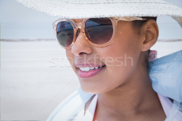 Сток-фото: женщину · Hat · Солнцезащитные · очки · пляж · морем