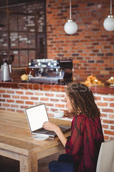 かなり ブルネット コーヒー ラップトップを使用して カフェ ビジネス ストックフォト © wavebreak_media