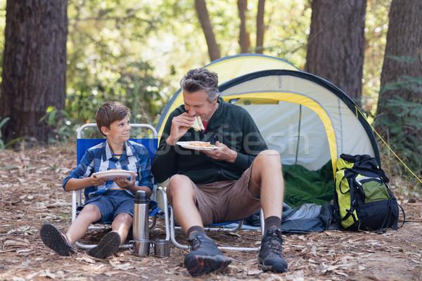 Syn ojca kanapkę lasu posiedzenia namiot człowiek Zdjęcia stock © wavebreak_media