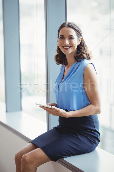 Portret glimlachend uitvoerende digitale tablet Stockfoto © wavebreak_media