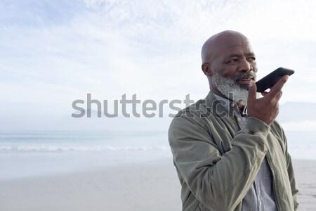 Alulról fotózva kilátás figyelmes férfi áll égbolt Stock fotó © wavebreak_media