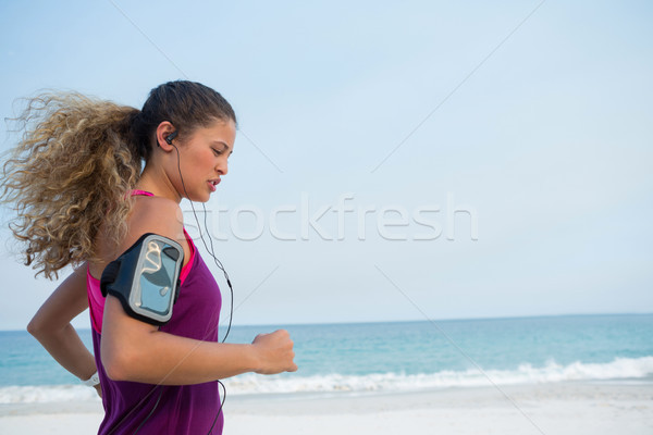 側面図 若い女性 ジョギング ビーチ 晴天 女性 ストックフォト © wavebreak_media
