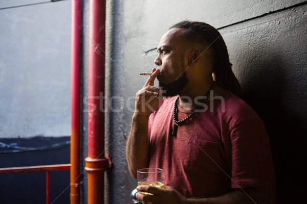 Férfi dohányzás whisky bejárat bár üveg Stock fotó © wavebreak_media