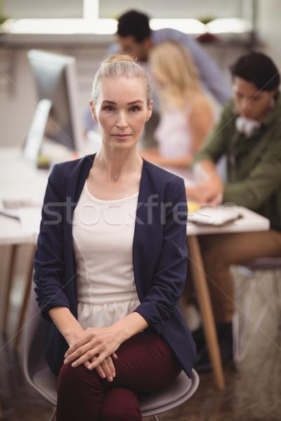 Ritratto grave imprenditrice seduta sedia creativo Foto d'archivio © wavebreak_media
