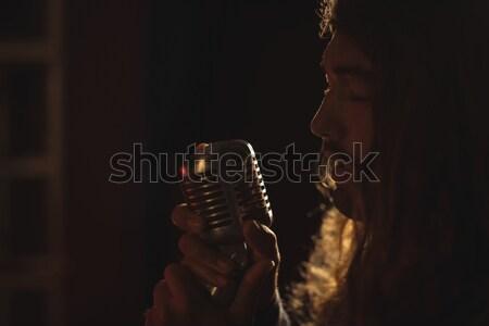 Homme chanteur discothèque par Photo stock © wavebreak_media