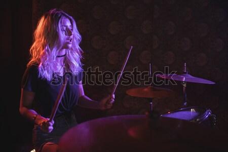 Entusiasta músico jugando piano discoteca iluminado Foto stock © wavebreak_media