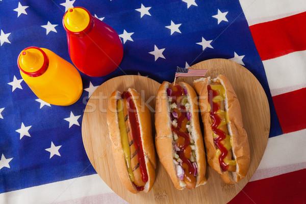 Hot dog szív alak fa deszka negyedike közelkép étel Stock fotó © wavebreak_media