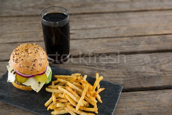 Vista hamburguesa con queso beber mesa de madera Foto stock © wavebreak_media