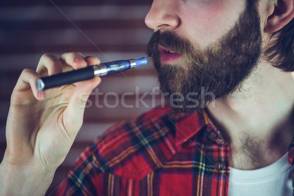 Hipszter dohányzás elektronikus cigaretta férfi szabadidő Stock fotó © wavebreak_media