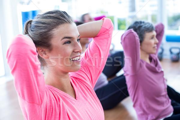 Montare donne sedersi fitness studio Foto d'archivio © wavebreak_media