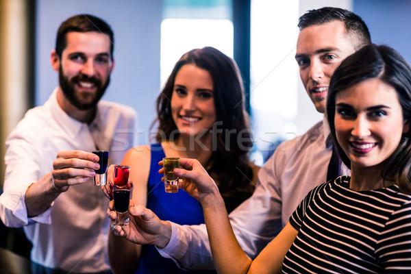 Vrienden alcohol vrouw glas praten Stockfoto © wavebreak_media