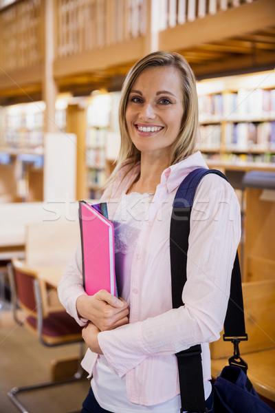 Feminino estudante livros didáticos biblioteca universidade Foto stock © wavebreak_media