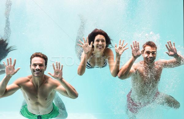 Kettő párok úszik vízalatti úszómedence élvezi Stock fotó © wavebreak_media
