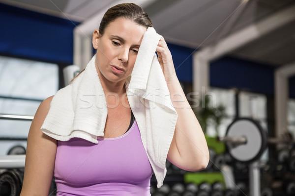 женщину пот полотенце спортзал фитнес здоровья Сток-фото © wavebreak_media