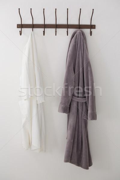 Bornoz gömlek asılı kanca beyaz duvar Stok fotoğraf © wavebreak_media