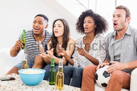 Amigos cerveza viendo fútbol Foto stock © wavebreak_media