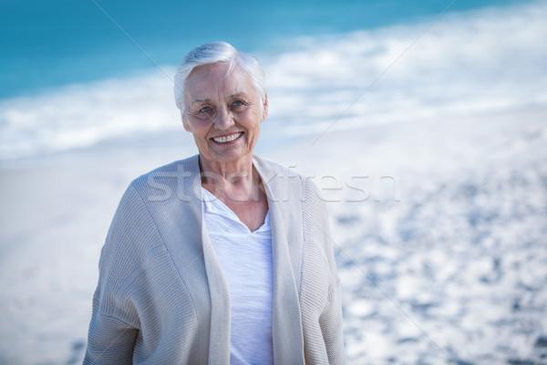Gyönyörű érett nő nap álmodik tengerpart tenger Stock fotó © wavebreak_media