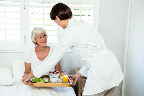 女性 介護士 朝食 シニア 女性 ストックフォト © wavebreak_media