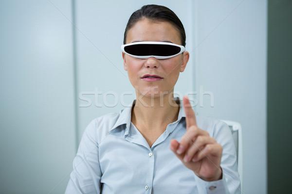 женщину виртуальный видео очки оптический магазине Сток-фото © wavebreak_media