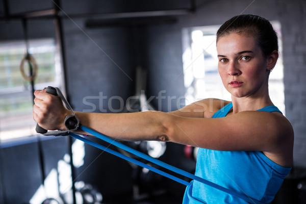 Portré női atléta nyújtás ellenállás zenekar Stock fotó © wavebreak_media