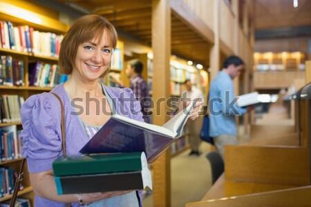 Női személyzet csomagol kenyér papírzacskó portré Stock fotó © wavebreak_media