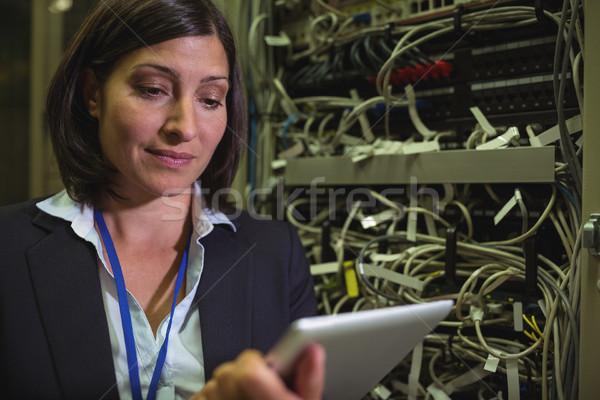 Teknisyen dijital tablet Sunucu oda sevmek Stok fotoğraf © wavebreak_media