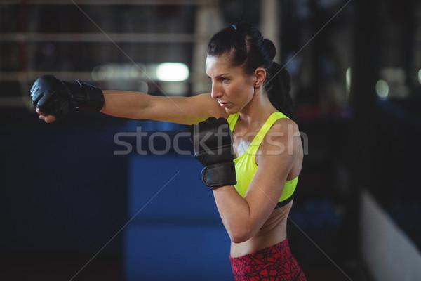 Női boxoló előad box hozzáállás fitnessz Stock fotó © wavebreak_media
