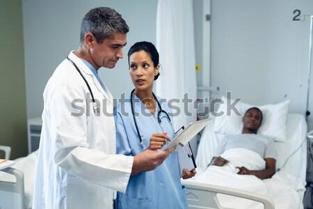 Női orvos megvizsgál röntgen kórház dolgozik Stock fotó © wavebreak_media