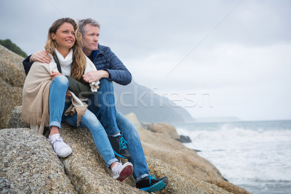 Coppia seduta rocce view spiaggia Foto d'archivio © wavebreak_media