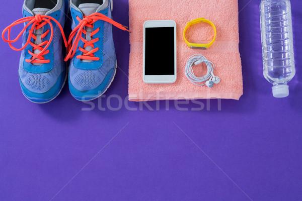 Manierka ręcznik telefonu komórkowego słuchawki Zdjęcia stock © wavebreak_media