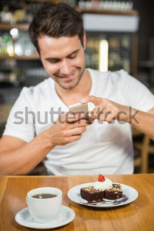 Lumineuses femme manger chocolat bain spa Photo stock © wavebreak_media