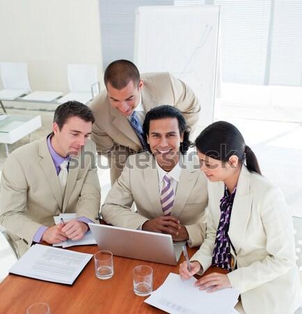 üzletemberek megbeszélés iroda számítógép nő munka Stock fotó © wavebreak_media