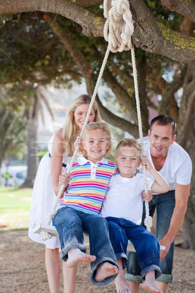 幸せ 両親 プッシング 子供 スイング 公園 ストックフォト © wavebreak_media