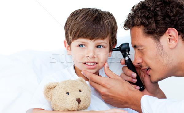Concentrado médico orelhas hospital fundo Foto stock © wavebreak_media