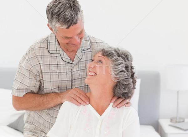 Jubilado hombre masaje esposa casa mujer Foto stock © wavebreak_media