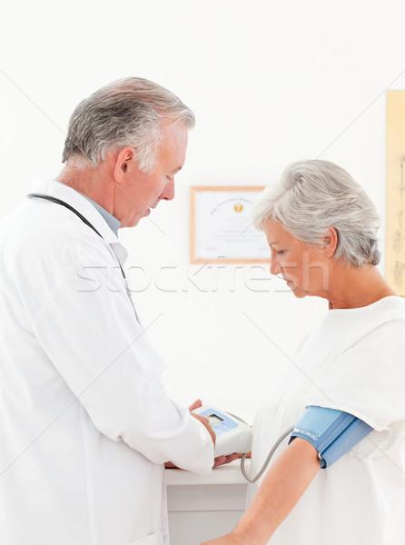 Medico pressione sanguigna paziente medici home Foto d'archivio © wavebreak_media