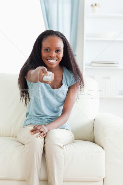 Sorrindo sofá controle remoto tecnologia sala de estar salão Foto stock © wavebreak_media